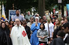 WATCH: Catholics bring Christ to the streets